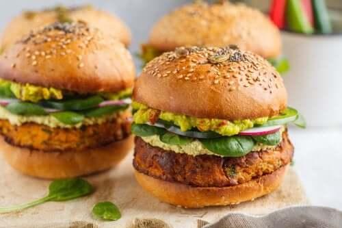 2 façons de préparer des hamburgers végétariens