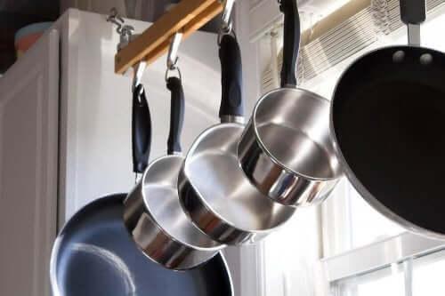 Nettoyer l'acier inoxydable.