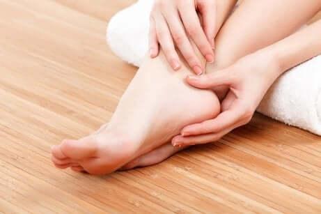 Un massage des pieds.