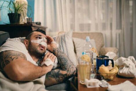 Un homme convalescent après une septoplastie.