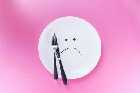 Assiette vide, signe de frustration.