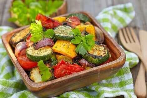 Un plat de légumes.