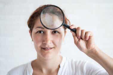 Taches sur le visage : causes, types et traitements