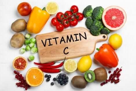 Des aliments avec de la vitamine C.