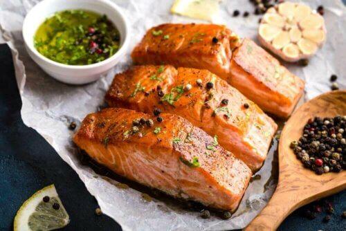 Les bienfaits de consommer du saumon.