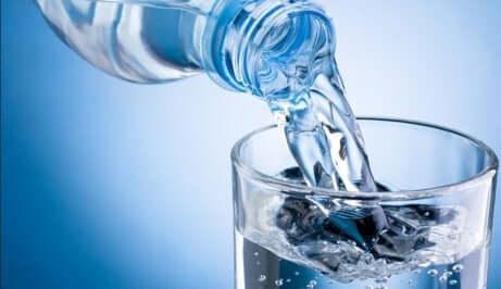 Boire de l eau pour diminuer taux d acide urique.