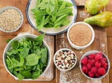 Des aliments contenant des fibres.