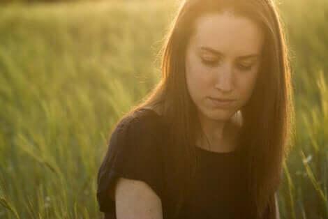 Une femme en deuil.