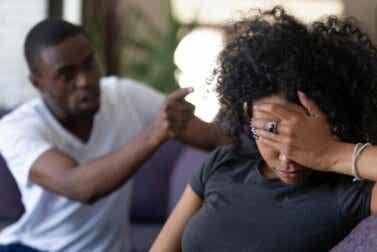 Mon partenaire me parle mal : que puis-je faire ?