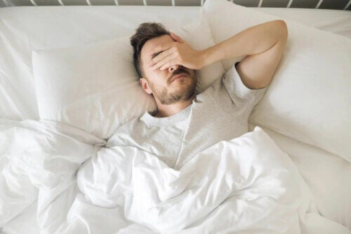 Un homme souffrant d'insomnie.
