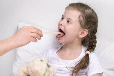 Laryngite chez les enfants : symptômes et traitement