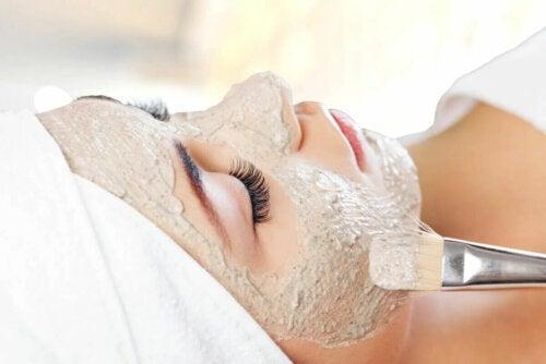 Les masques pour la peau peuvent aussi servir à soigner certains problèmes plus graves