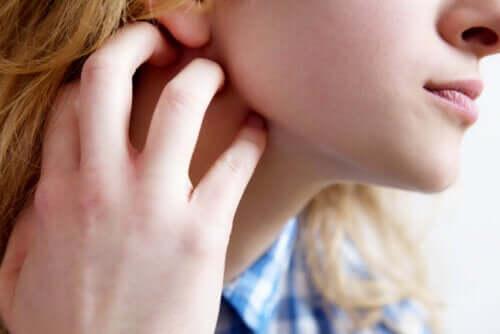 Démangeaisons de la peau (prurit) : symptômes, causes et recommandations