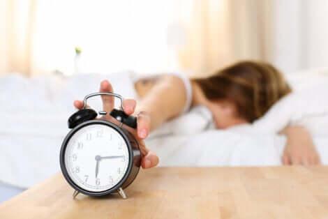 Anxiété au réveil chez une femme.