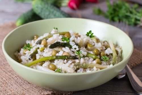 Recettes saines de riz aux légumes.