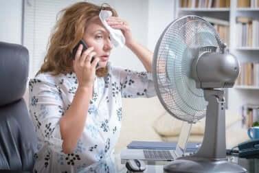 Le stress thermique chez une femme.