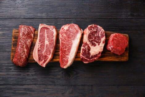 Assortiment de viande rouge.