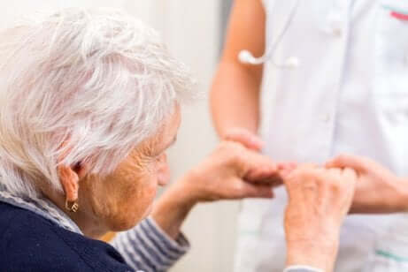 Une personne âgée atteinte d'Alzheimer.