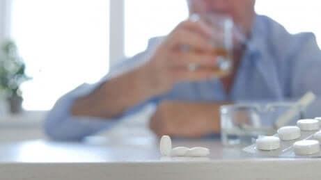Consommation d'alcool et de médicaments.
