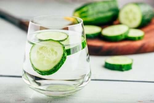 Eau de concombre pour la rétention d'eau