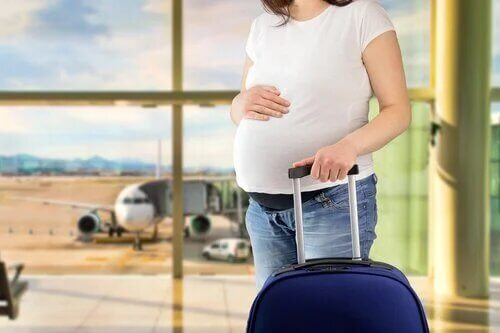 Partir en voyage et être enceinte en été nécessite de bien se préparer.