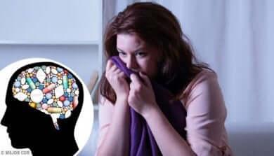 Médicaments antidépresseurs dans le cerveau, une femme angoissée.