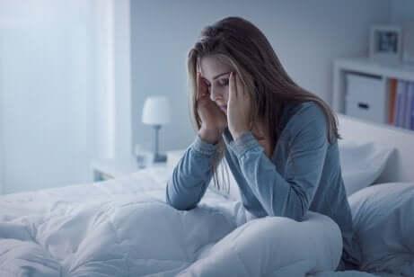 Une femme qui fait une insomnie.