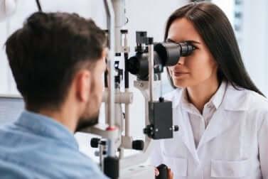 Examen du fond de l'oeil.