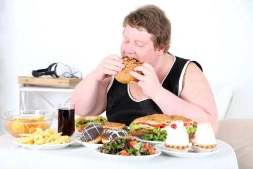 Une personne atteinte d'hyperphagie ne peux pas contrôler ce qu'elle mange au quotidien.