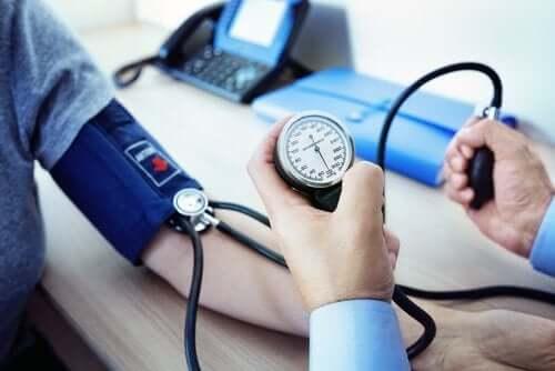 Manidipine pour le traitement de l'hypertension artérielle