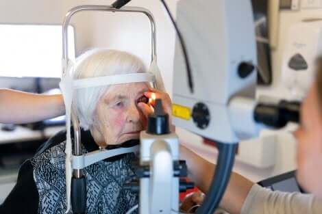 Une opération des yeux.