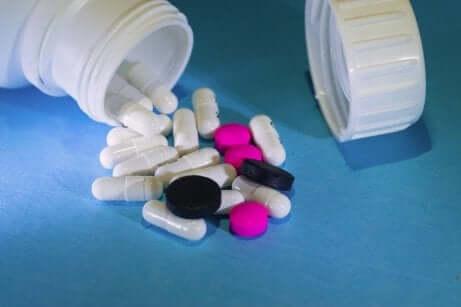 Assortiment de médicaments.