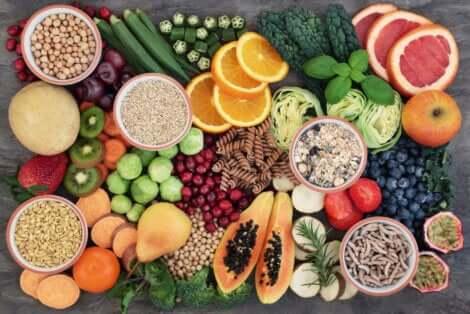 Des aliments avec des fibres.