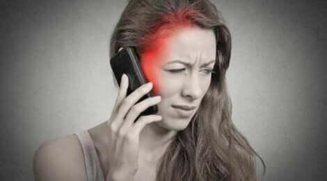 Une femme allergique à l'électricité.