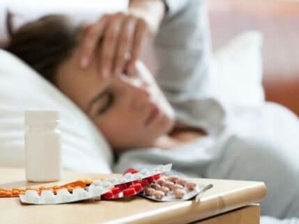 Des antidépresseurs sur une table.