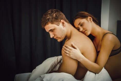 Un couple dans l'intimité.