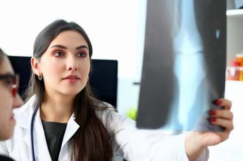 Ostéosarcome : qu'est-ce que c'est et comment se traite-t-il ?
