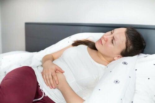 Avoir le ventre gonflé peut être source de douleur.