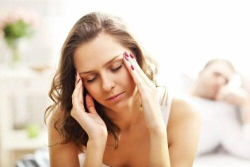 Une femme souffrant de céphalée orgasmique.