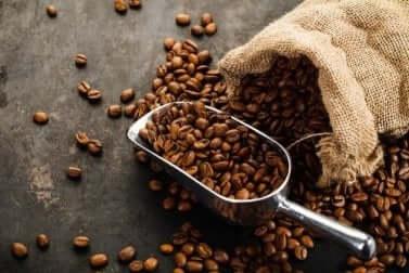 Des grains de café.