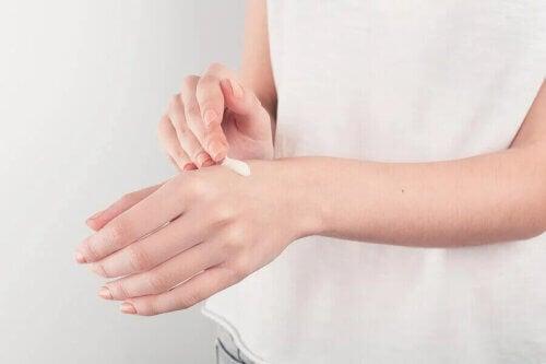 Le diprogenta est une crème à utilisation topique externe.