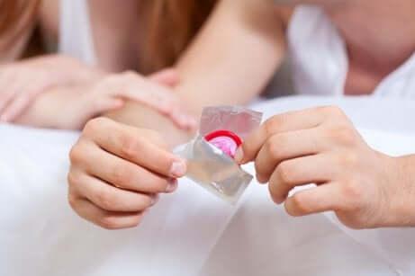 Un préservatif.