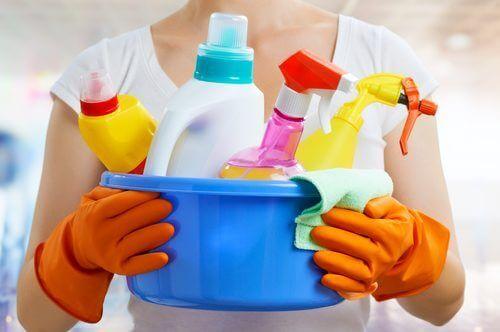 Des produits ménagers industriels.