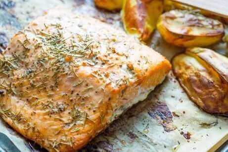 Du saumon rôti au four.