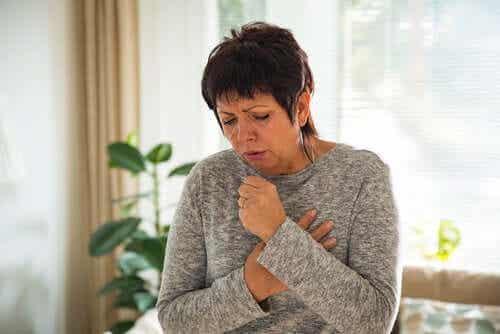 Toux chronique : symptômes, causes et traitement