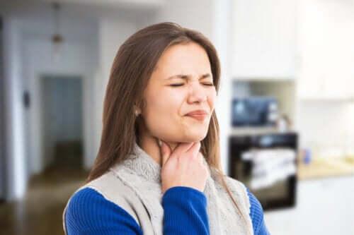 Qu'est-ce que l'uvulite et pourquoi peut-elle avoir lieu ?