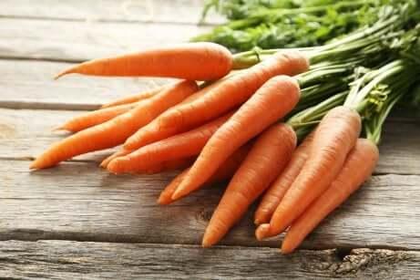 Une botte de carottes.