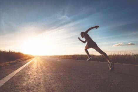 Les coureurs de fond sont plus exposés à la blessure caractéristique des mamelons par frottement.