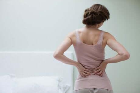 Une femme souffrant de fibromyalgie.