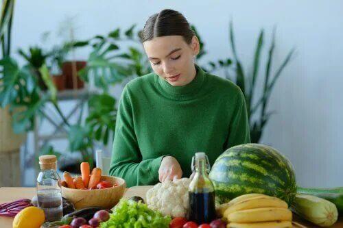 Pourquoi est-il important de manger des fruits et légumes selon l'OMS ?